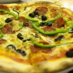 Pizza casera de aceitunas negras