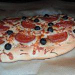 Focaccia con tomates y aceitunas negras