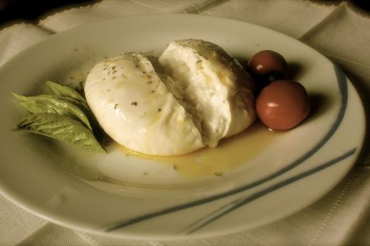 Crema de queso con aceitunas deshidratadas