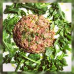 Tartar de atún con aceitunas deshidratadas