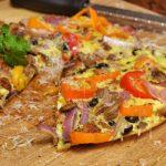 Pizza frittata con aceitunas deshidratadas