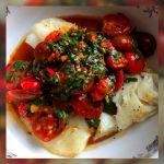 Bacalao en salsa de tomate y aceitunas